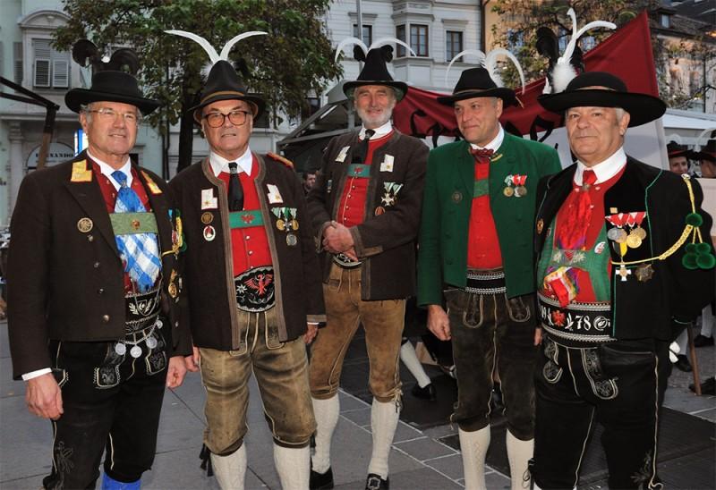 1519652435_tyrolean-costume-1.jpg