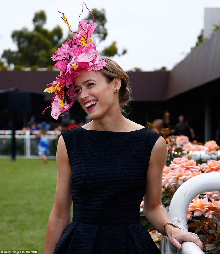2E0E0ED200000578-3301371-Queen_of_the_Melbourne_Cup_Emily_Hunter_has_been_named_the_winne-a-12_1446548379761.jpg
